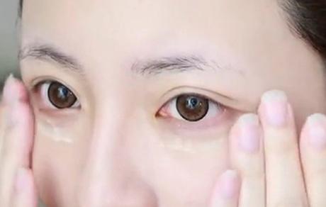 眼霜只涂抹下眼睑